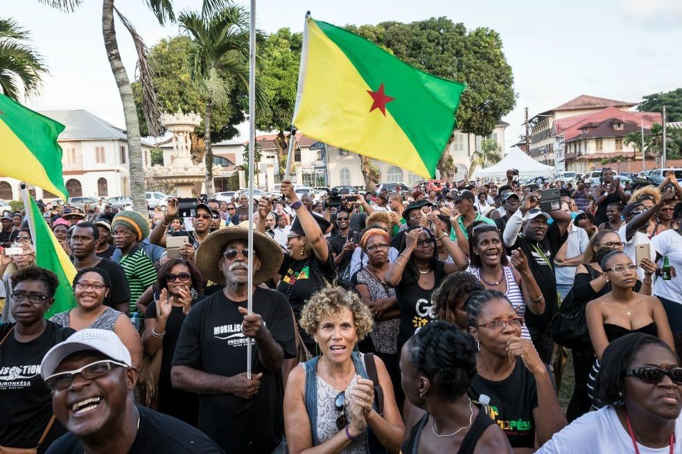 La obra negativa del colonialismo francés en Guyana. De la búsqueda del «rey dorado» a la «Montagne d'or»