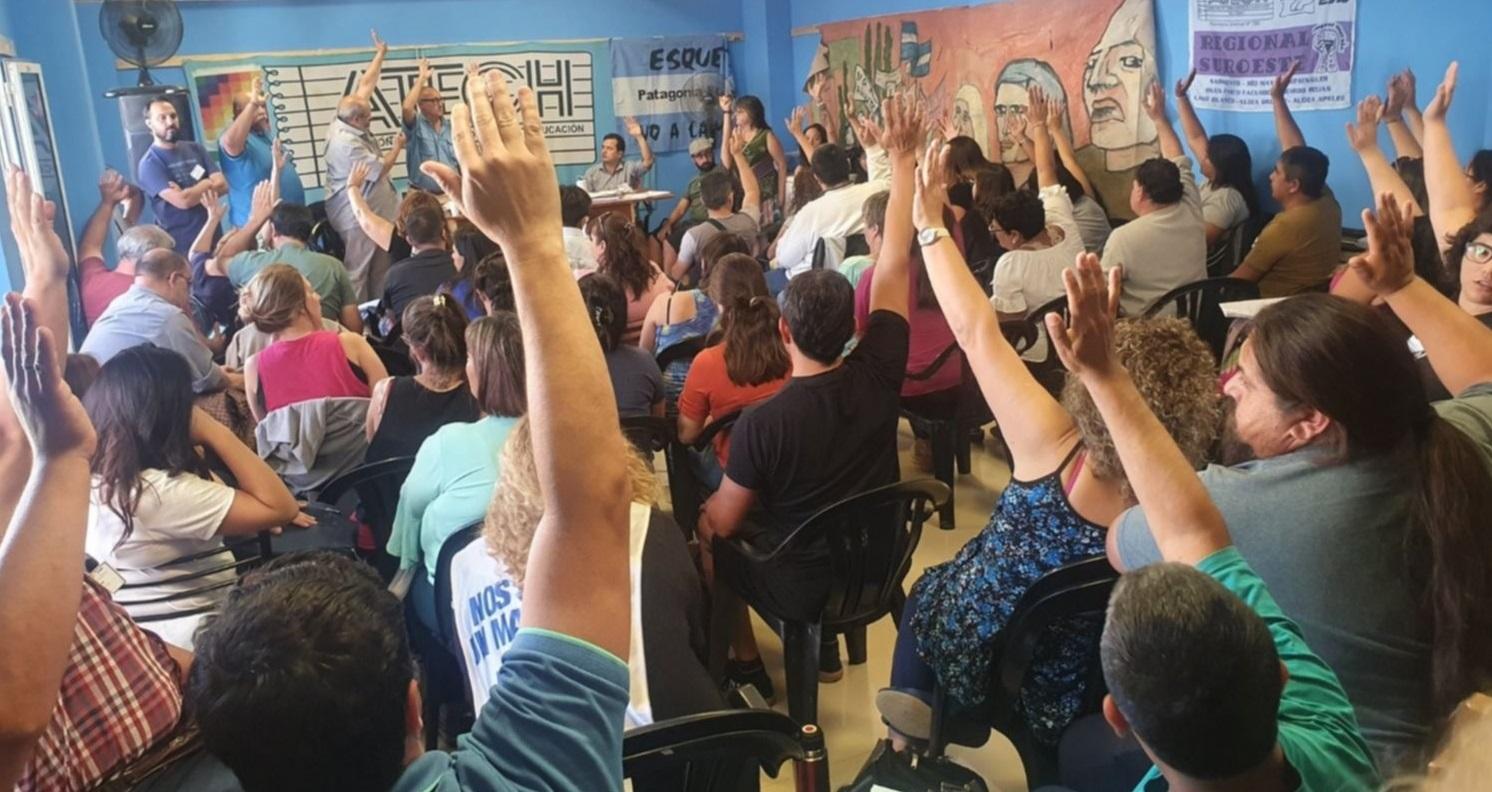 Los docentes seguirán de paro la semana próxima y se espesa la situación en Chubut