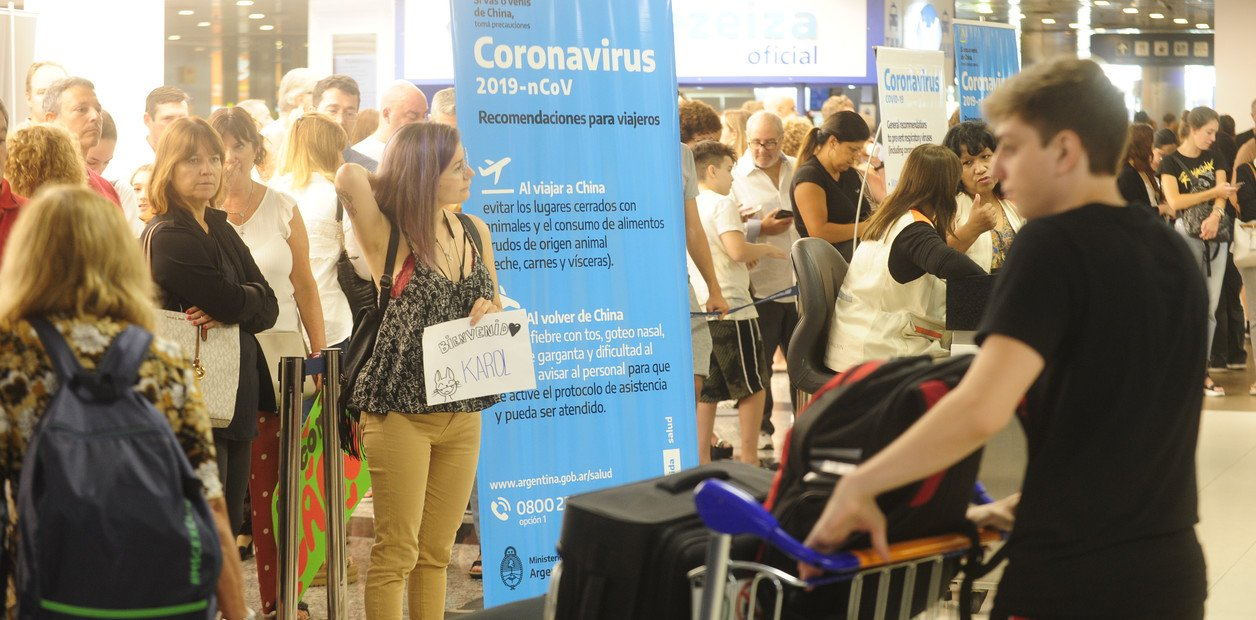 Aeronavegantes suspenden los servicios en los aviones hasta que se controle el brote de coronavirus