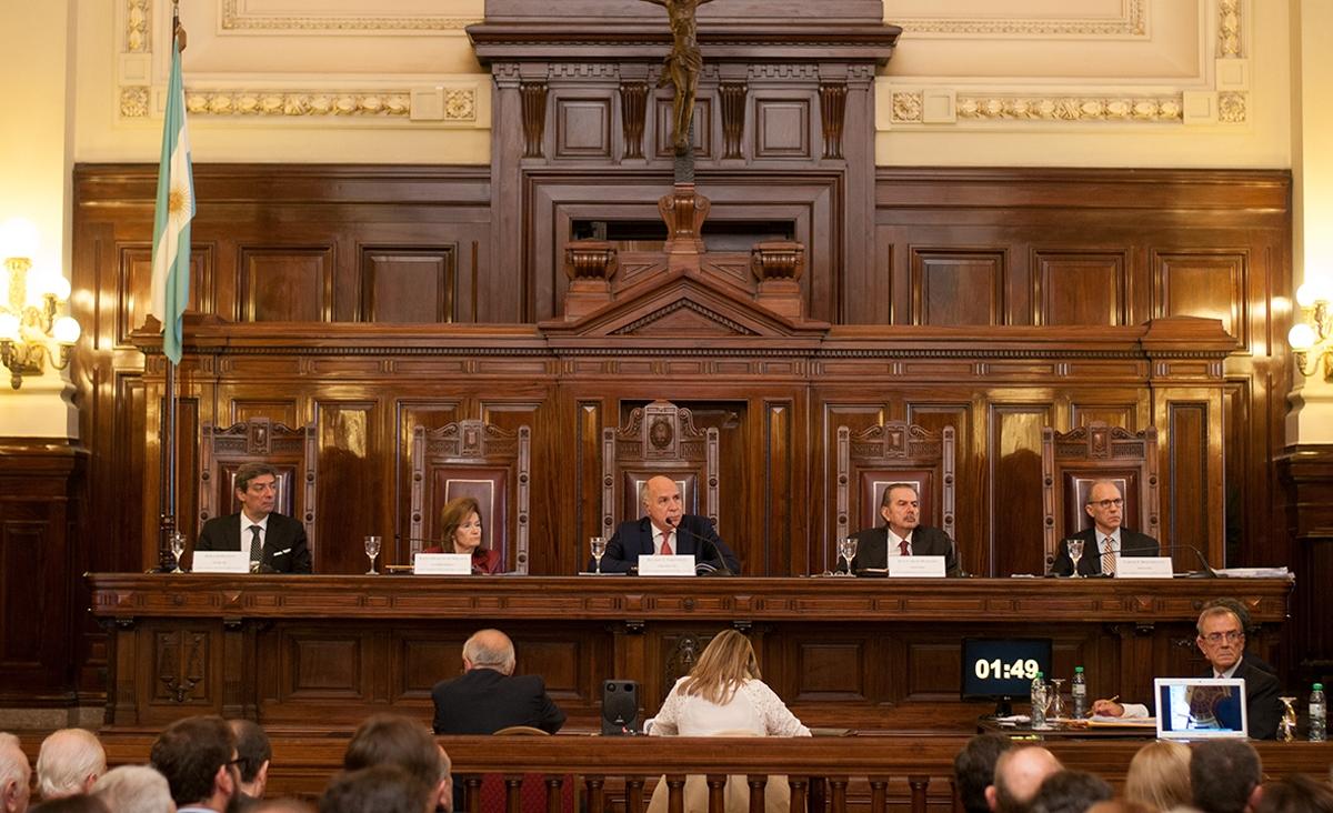 La Corte declaró días inhábiles hasta el 31 de marzo y otorgó licencias con goce de haberes en el Poder Judicial
