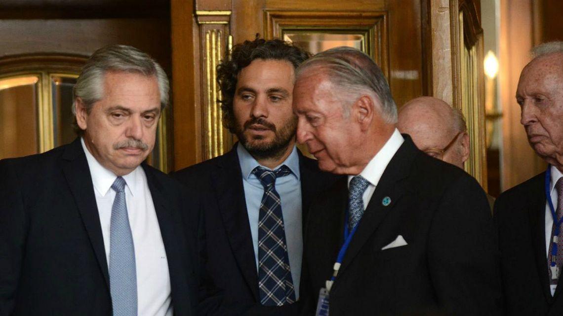 En medio de la crisis, el Gobierno prorrogó por tres meses la revisión de las designaciones de Macri