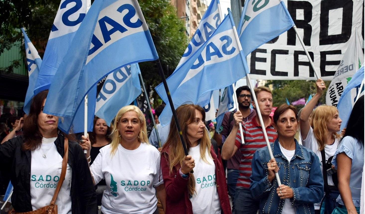 Los docentes privados paralizarán las escuelas el lunes para sumarse a la huelga internacional de mujeres