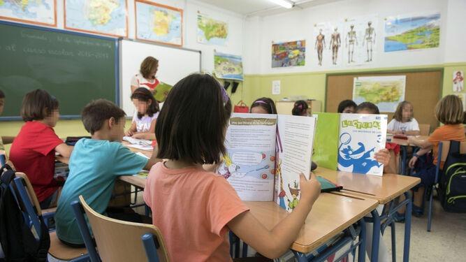 Sindicatos de enseñanza y del servicio de Ayuda a Domicilio critican duramente la gestión de la Junta – La otra Andalucía