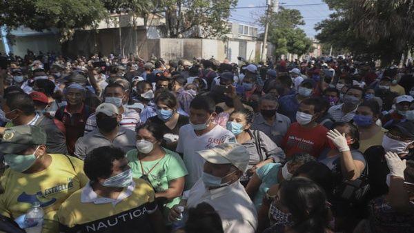 Salvadoreños volvieron a las calles en inconformidad contra el Gobierno de, Nayib Bukele, por la improvisación con la entrega de subsidios ante el Covid-19