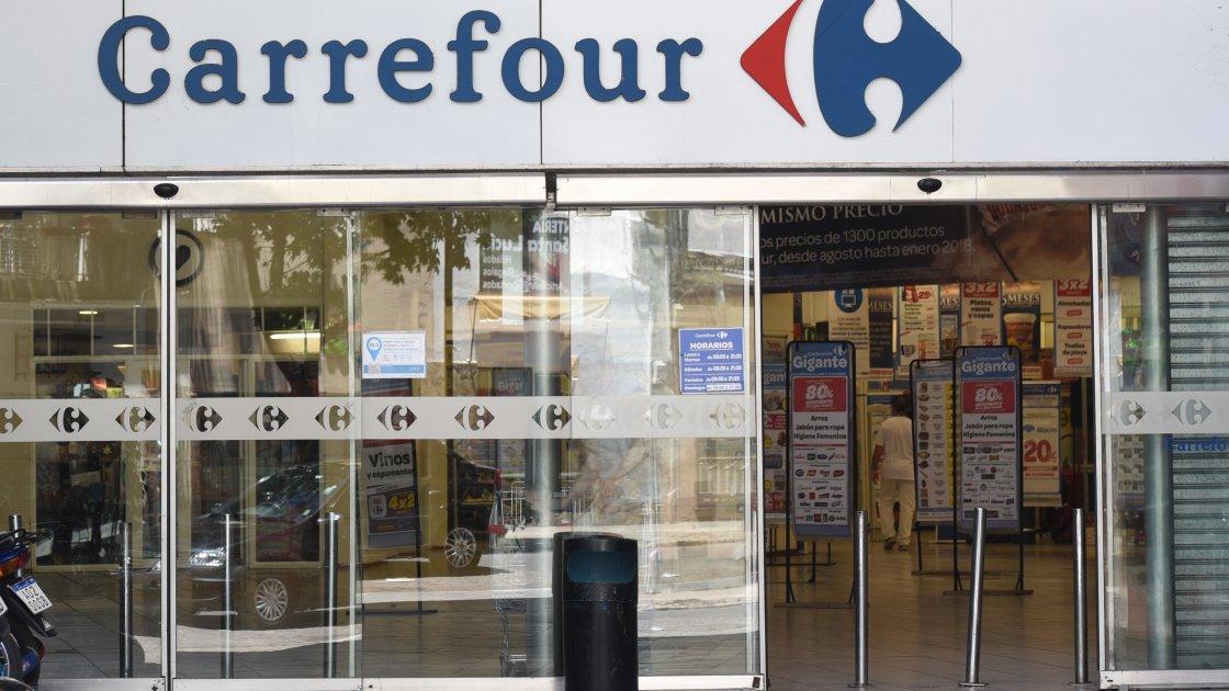 Empleados de Carrefour piden bono de 20 mil pesos y desafían al gremio y la empresa
