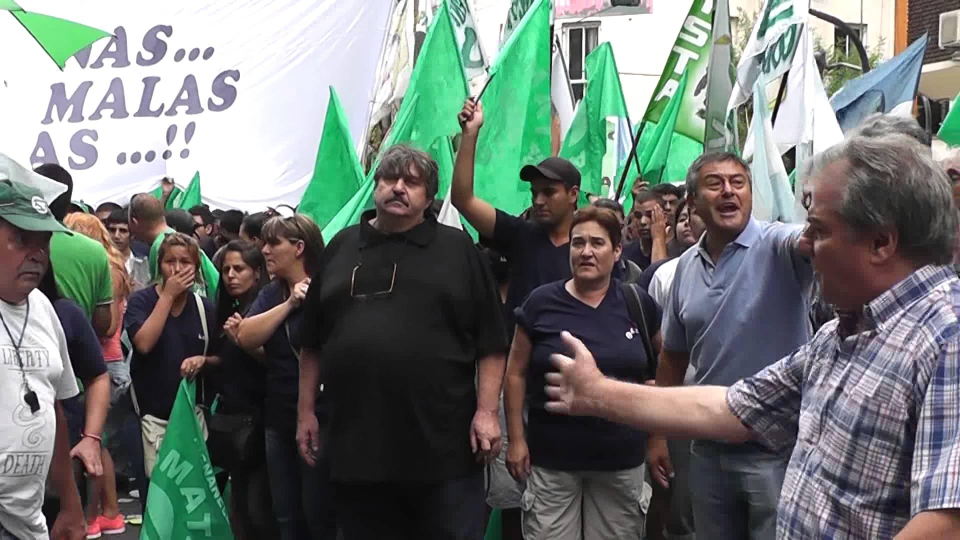 Pignanelli promueve el modelo SMATA de suspensiones con salarios recortados para evitar despidos