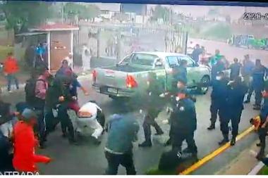 El enfrentamiento entre trabajadores del frigorífico y la policía bonaerense