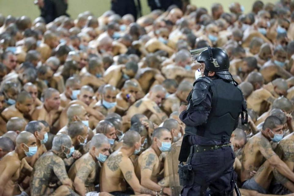 Las fotos correponden a un reportaje gráfico de AFP en las cárceles de El Salvador.