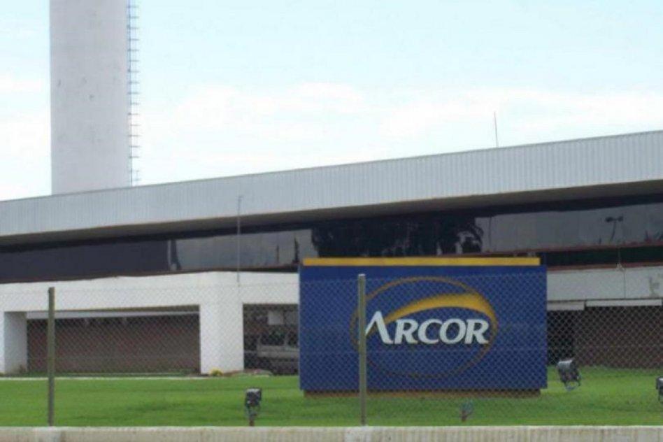 Lanzan un paro en las plantas de Arcor para protestar contra los recortes salarios en plena pandemia