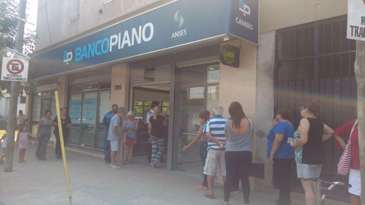 Banco Piano le recortó el salario a 250 trabajadoras que incluso trabajó los fines de semana