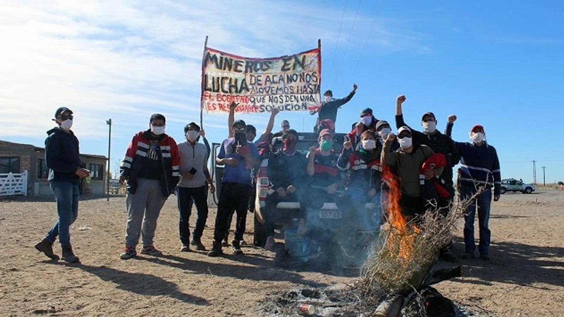 Neuquén: Mineros cortan la ruta 22 tras dos meses sin cobrar