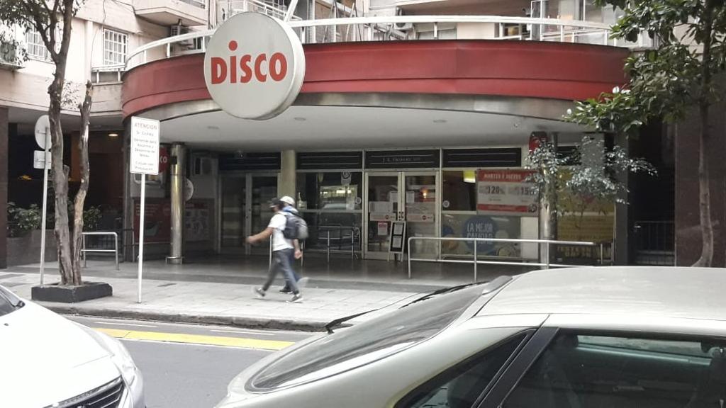 Bronca de los empleados porque Disco se niega a cerrar y los obliga a rotar por sucursales con Covid-19