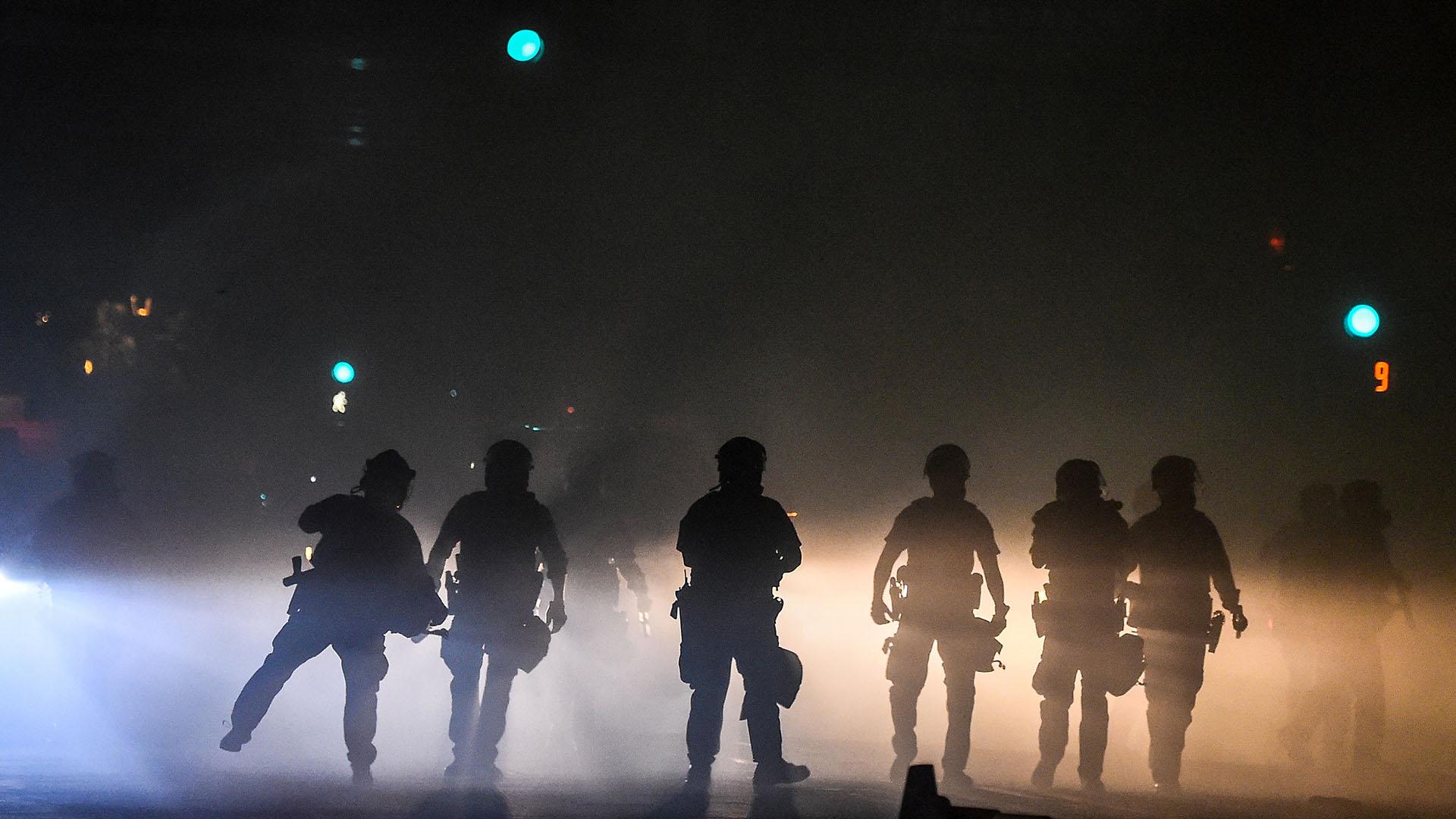 Policías reprimen una protesta en Minneapolis, Minnesota (Chandan KHANNA / AFP)