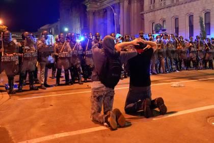 Protestas en Louisville, Kentucky. REUTERS/Bryan Woolston