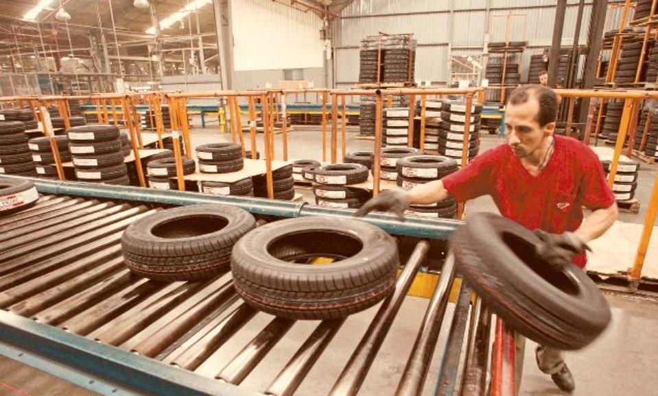 Gremio del neumático denuncia que Bridgestone obliga a trabajar a contactos estrechos de Covid19