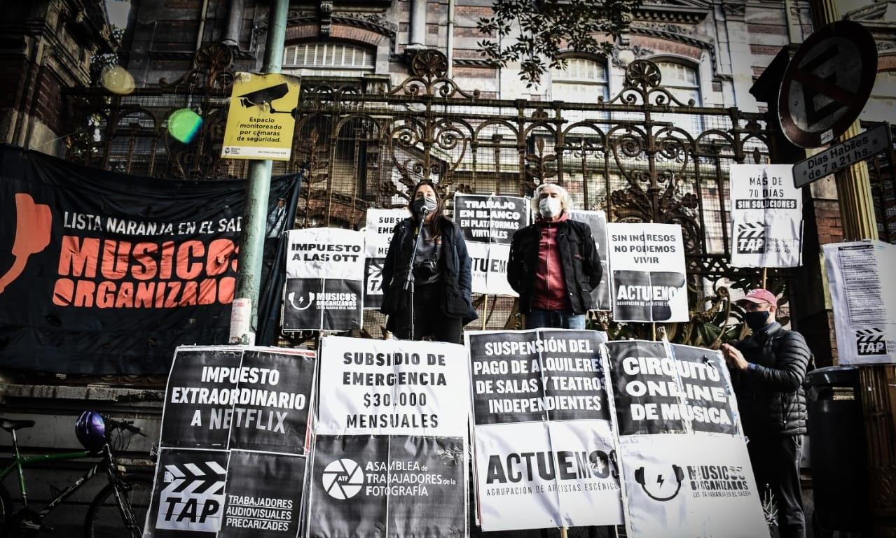 Los fotógrafos llevan su pedido de compensación salarial de 30 mil pesos al Ministerio de Cultura