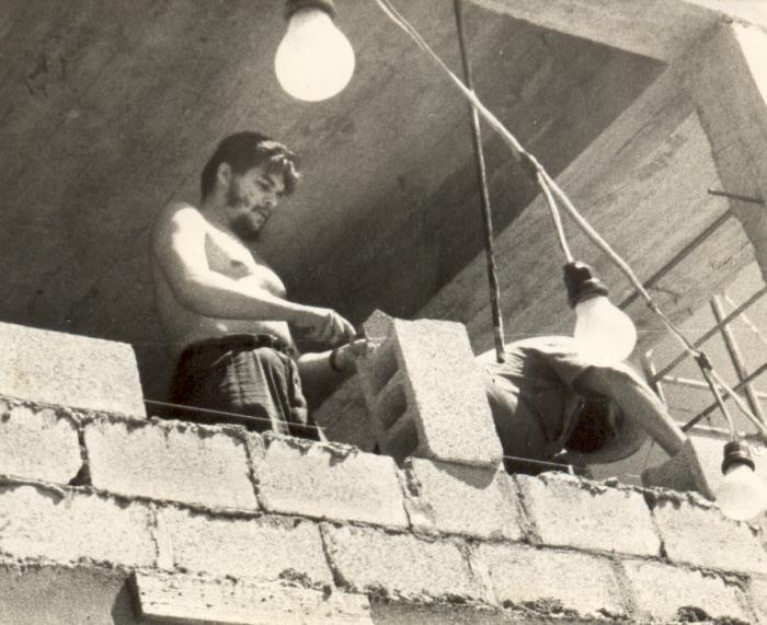 El Che conocía la importancia del trabajo voluntario.