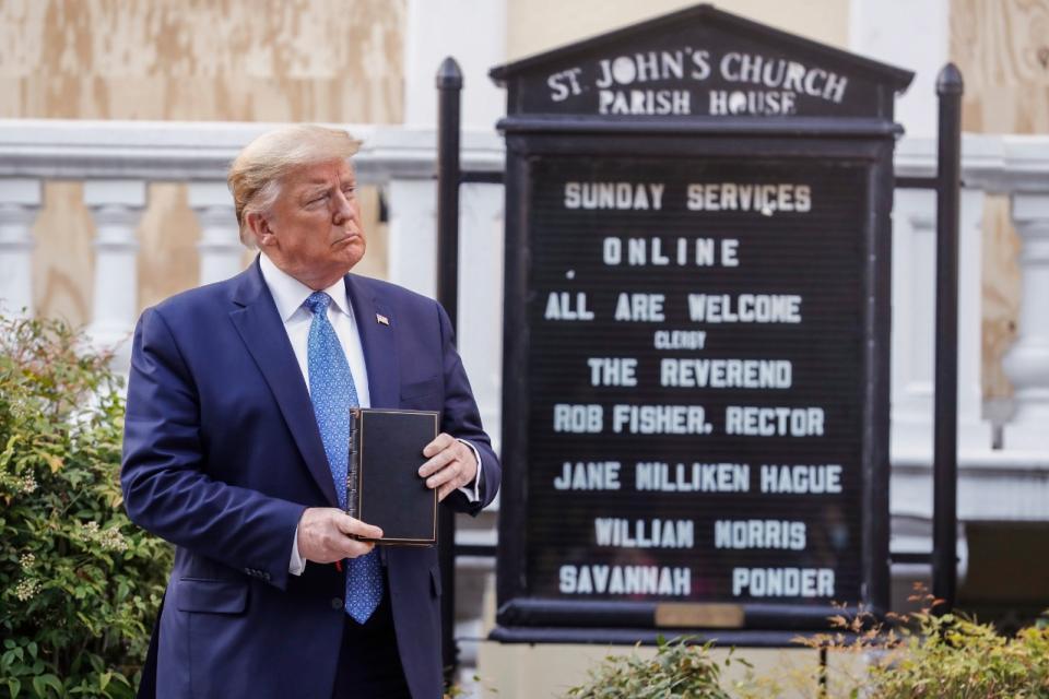 El presidente hizo despejar con toda violencia la Casa Blanca para sacarse una foto frente a una iglesia cercana.
