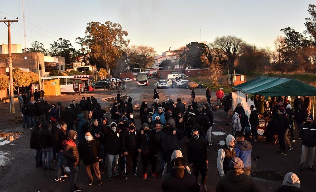 Pagaron sueldo y aguinaldo y la oposición de la UTA levantó el paro de colectivos en Mar del Plata