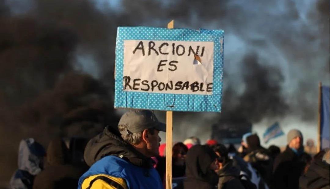 Arcioni debe salarios y aguinaldo y los docentes extienden el paro hasta el sábado