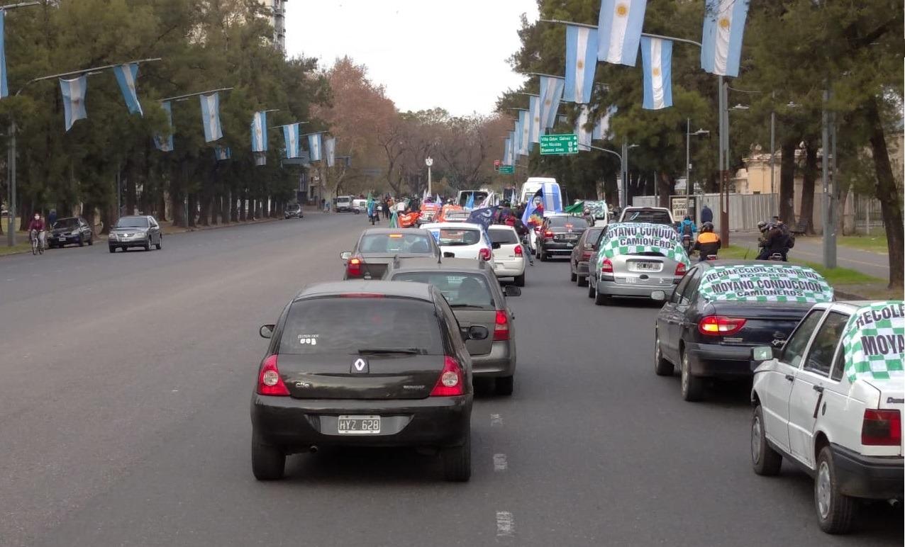 Multitudinaria caravana de los trabajadores de Vicentin en favor de la intervención de la firma