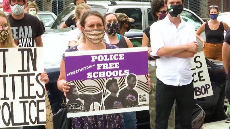 Phoenix, Arizona y Ohio las ciudades más recientes en prohibir la policía en escuelas secundarias – La otra Andalucía