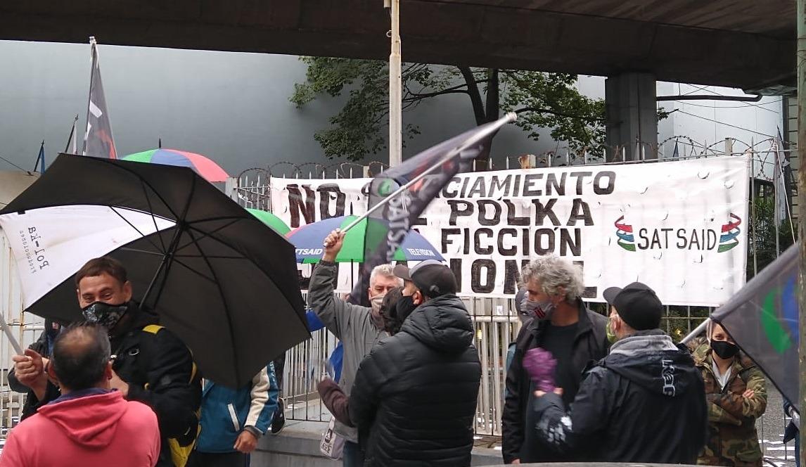 Trabajadores de televisión vuelven a marchar y acusan a Clarín y a Suar de vaciar Polka