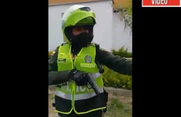 Colombia. Amenaza de policía a exguerrillero: «Si yo quisiera matarlo ya lo hubiera hecho» (Video)