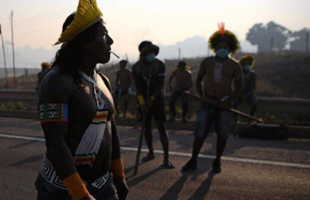 Brasil. Miembros de la tribu indígena Kayapó cortaron una autopista para denunciar la falta de protección del gobierno.