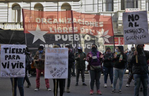 Argentina. Marcharon a la Casa de la Provincia de Buenos Aires exigiendo que no haya desalojo en la recuperación de tierras en Guernica  (fotos+video)