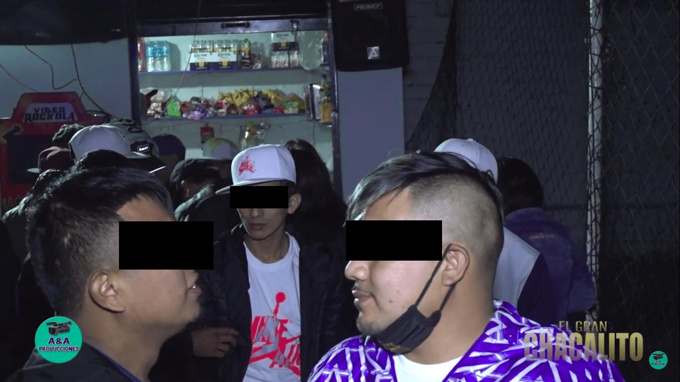 Fotografía de participantes de una fiesta clandestina durante el Estado de Emergencia.
