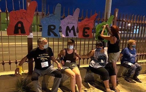 Estado español. Activistas protestan en Port de Sagunt contra el tráfico de armas y el negocio de la guerra