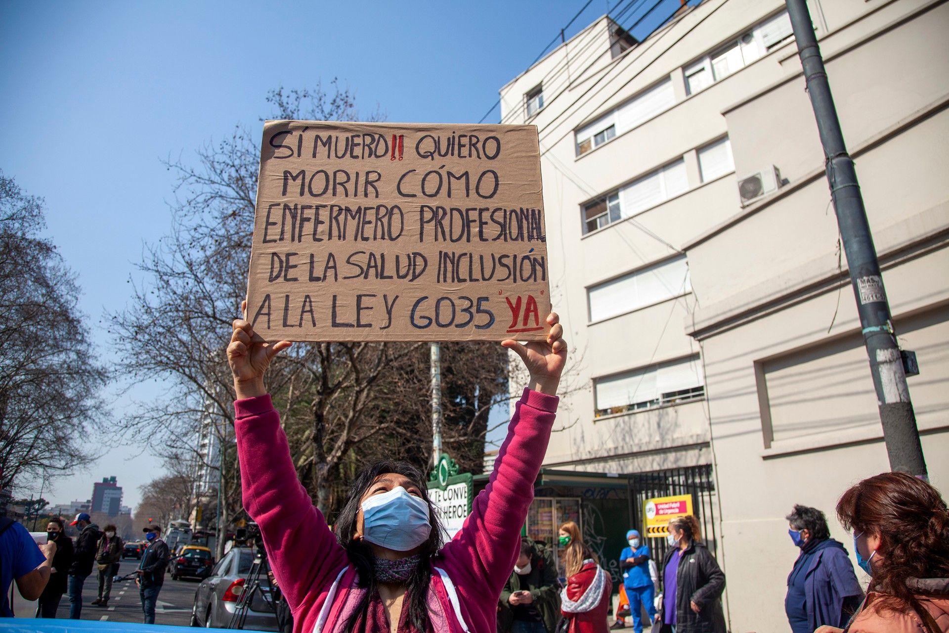 Las enfermeras y enfermeros, quienes están desde hace seis meses en la primera línea, ni siquiera son considerados personal de salud por el Gobierno porteño / Foto: Eleonora Ghioldi