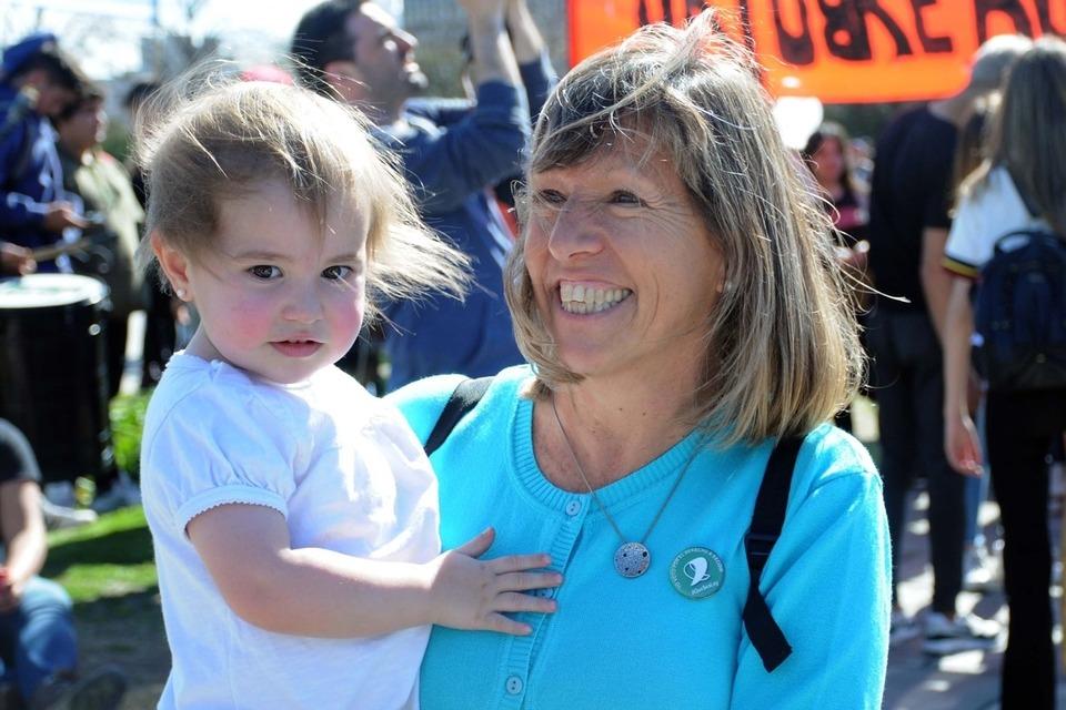 Emilce Moler con su nieta Juanita.