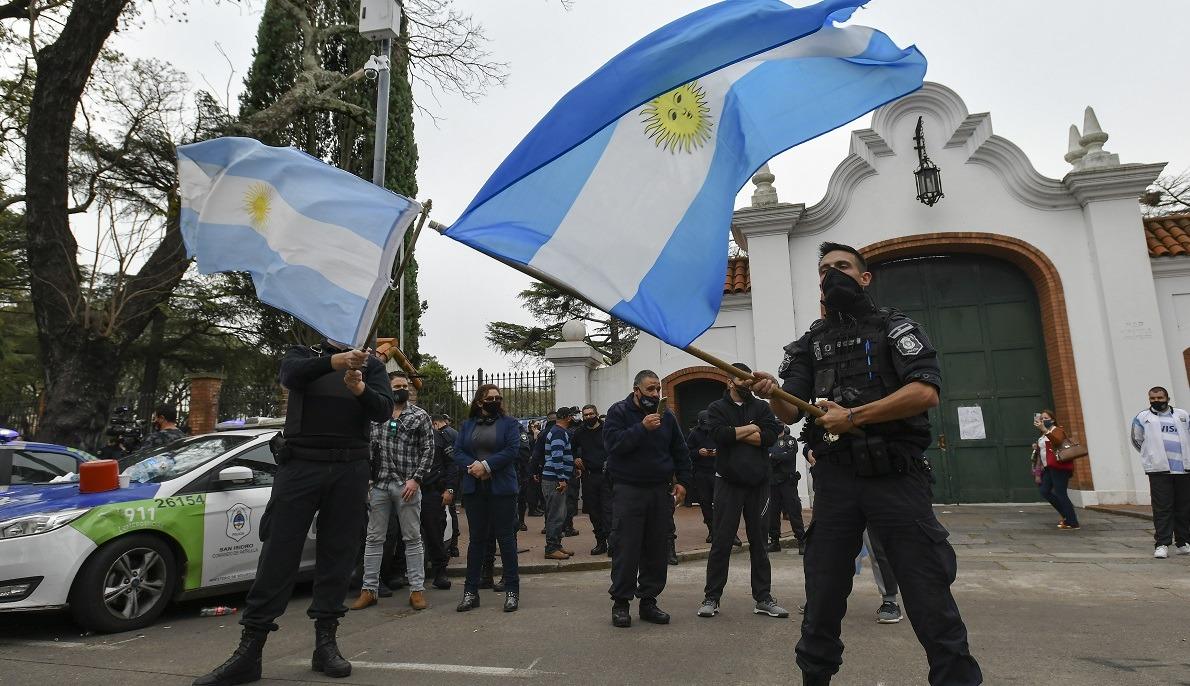 Se pronunciaron la CGT y el Semun y ya todo el arco gremial condenó el levantamiento policial