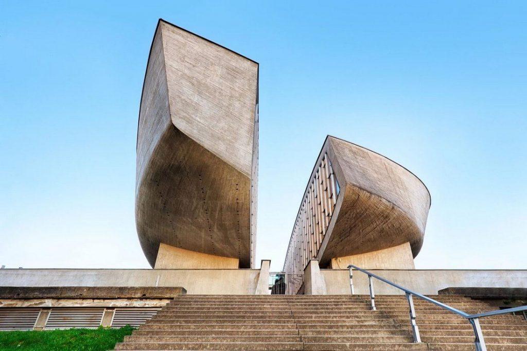 El Museo del Levantamiento Nacional Eslovaco, que es el encargado de organizar la conmemoración del levantamiento eslovaco, decidió excluir al Partido Comunista de Eslovaquia (KSS, en eslovaco) de participar en las ceremonias oficiales.