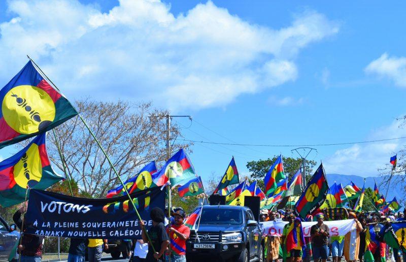 Los ciudadanos de Nueva Caledonia han votado por escasa mayoría en contra de independizarse de la República Francesa, con una diferencia de votos  mucho más estrecha entre el SÍ y el NO que en el primer referéndum de 2018.