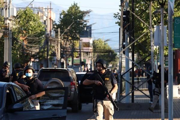 Chile. Manifestantes atacaron comisaría de carabineros que tenían órden de «usar armas de fuego»