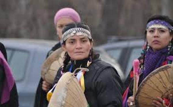 Nación Mapuche. Kajfvrayen, newen zomo (Flor Azul, fuerza de mujer)