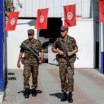 """Túnez: Protestas tras la muerte de un hombre que fue aplastado al demoler su """"tienda ilegal"""" (vídeo)"""