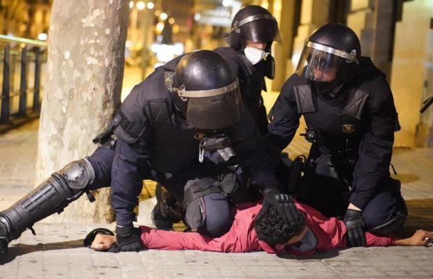 Catalunya. Grupos de extrema derecha se infiltraron en los disturbios  contra las restricciones por el Covid en Barcelona