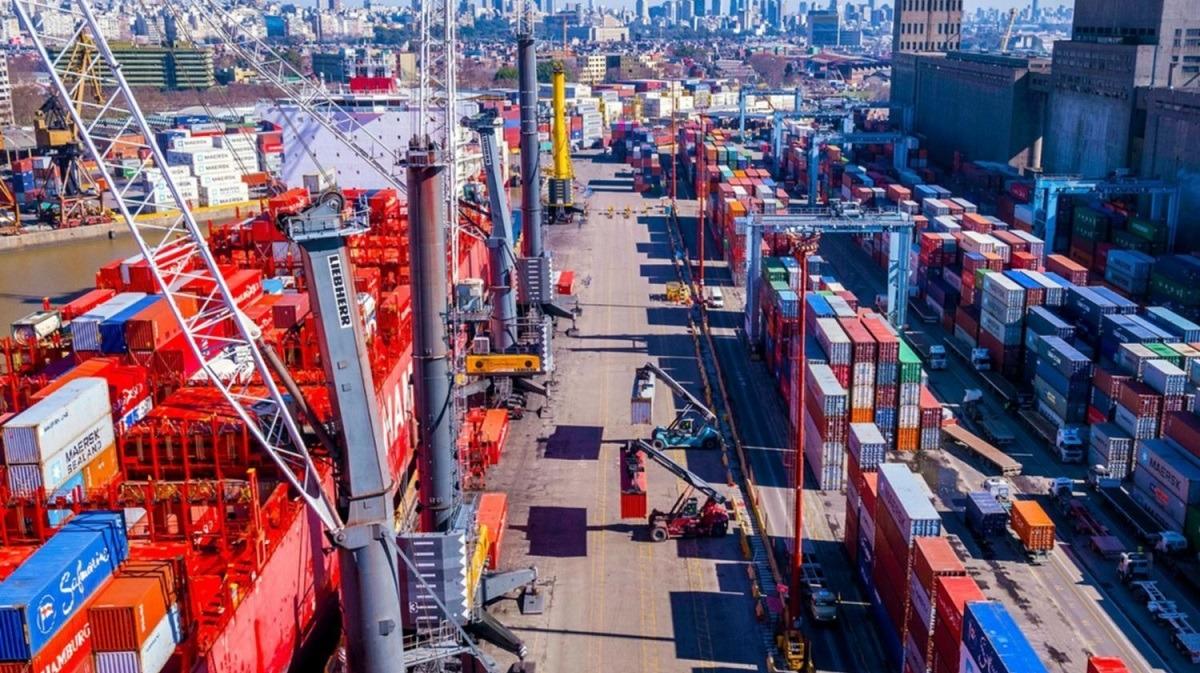 Vuelve la amenaza de cierre de la Terminal 5 y los portuarios van a una huelga para defender los empleos