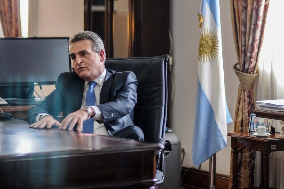 El ministro de Defensa, Agustín Rossi, dijo que la Mesa busca mostrarse como una conducción paralela de las Fuerzas.