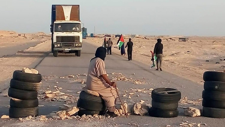 Decenas saharauis bloquean desde el 21 de octubre al paso fronterizo de Guerguerat para pedir a la ONU que cumpla con el compromiso de celebrar un referéndum de autodeterminación del Sahara Occidental.