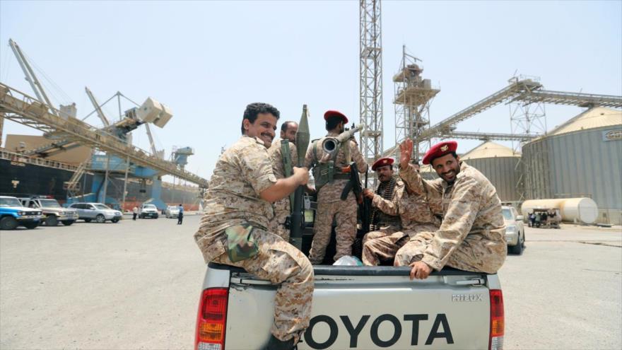 Las fuerzas yemeníes en el puerto de Salif en la provincia de Al-Hudayda, 11 de mayo de 2019. (Foto: Reuters)