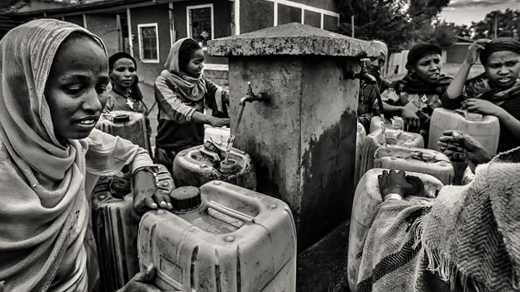 mujer-rural-recolección-agua-forestales-etiopía.jpg-2