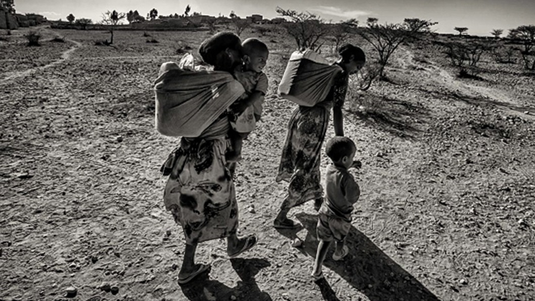 mujer-rural-recolección-agua-forestales-etiopía.jpg
