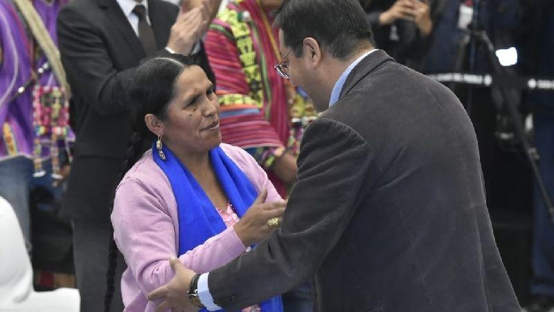 Posesionan a Sabina Orellana como ministra de Culturas