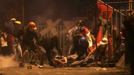 El momento en que un disparo alcanza a un manifestante en la cabeza durante las protestas en Perú (VIDEO)