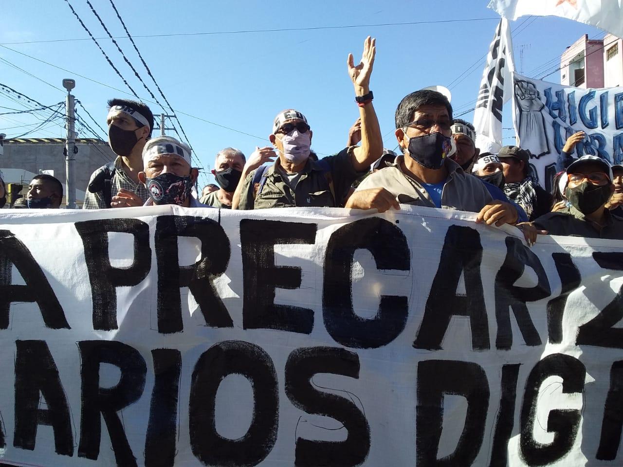 Municipales jujeños marcharon hasta el palacio de Morales contra la represión y por salarios dignos